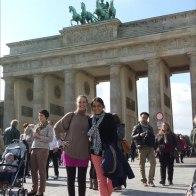 Puerta de Brandenburgo, 12.00 h aprox