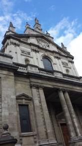Contrapicado de Iglesia Católica