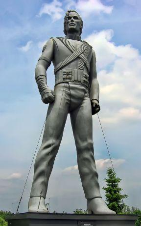 1200px-Michael_Jackson_sculpture